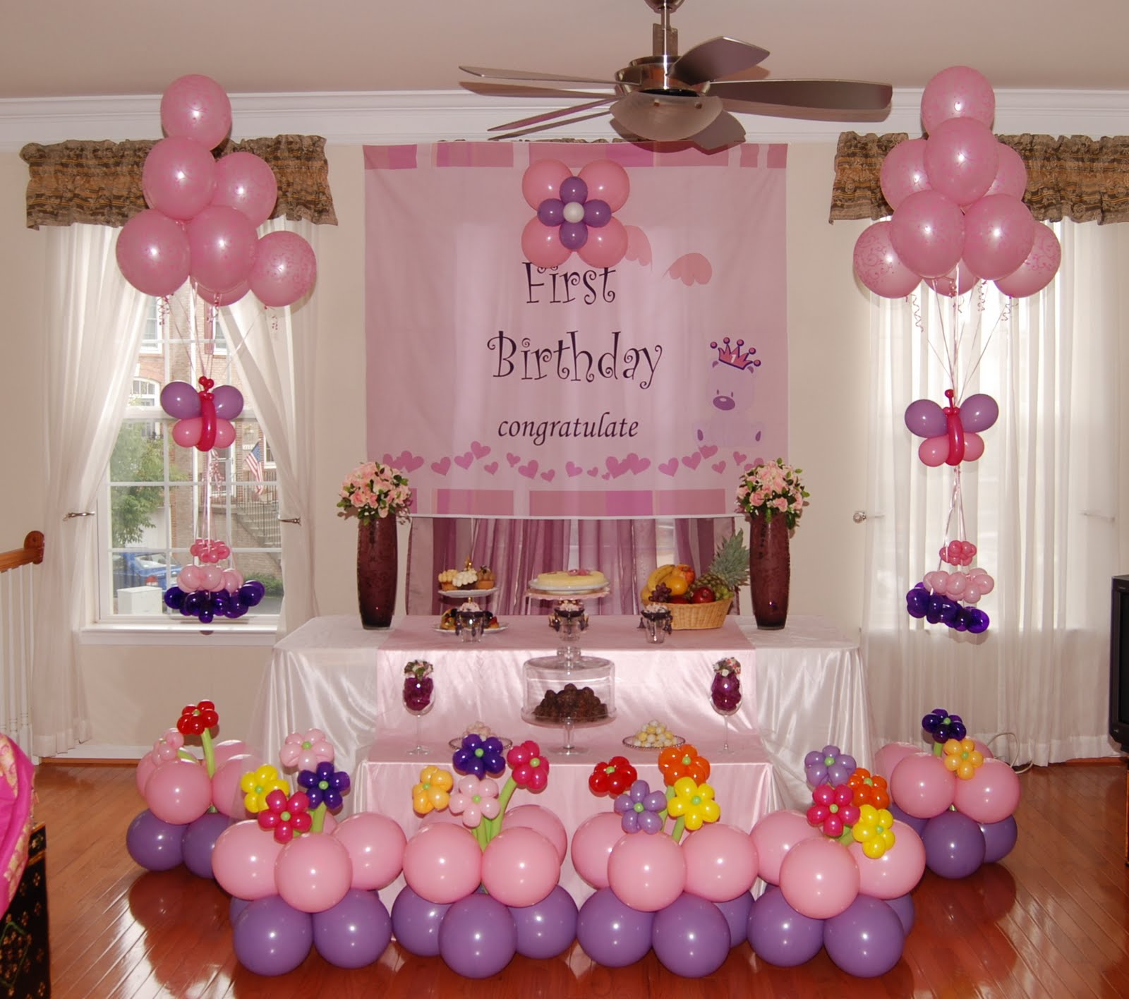 1st birthday party activities for kids ; cake-table