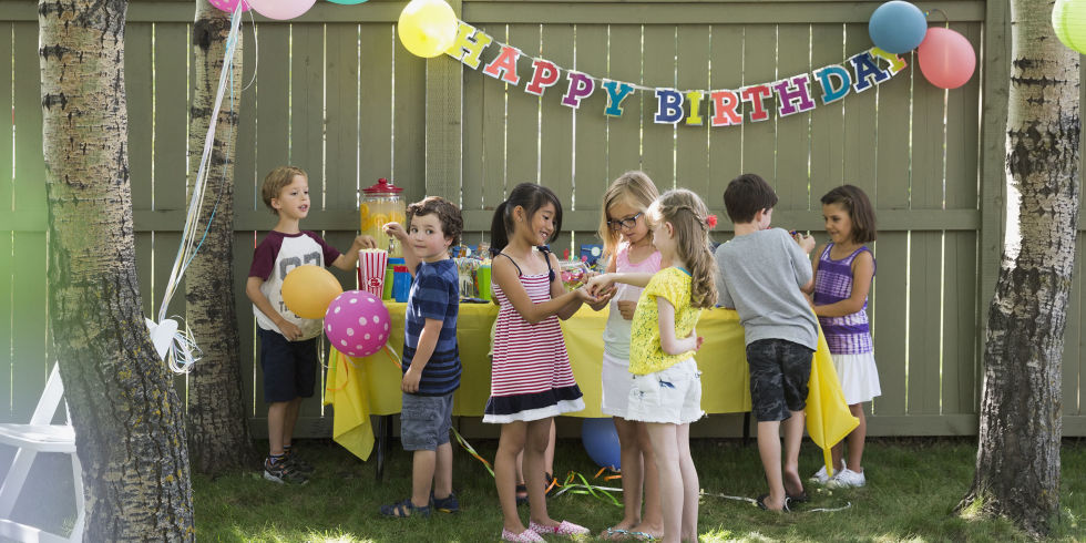 birthday activities for kids at home ; landscape-1465390741-gettyimages-576798397