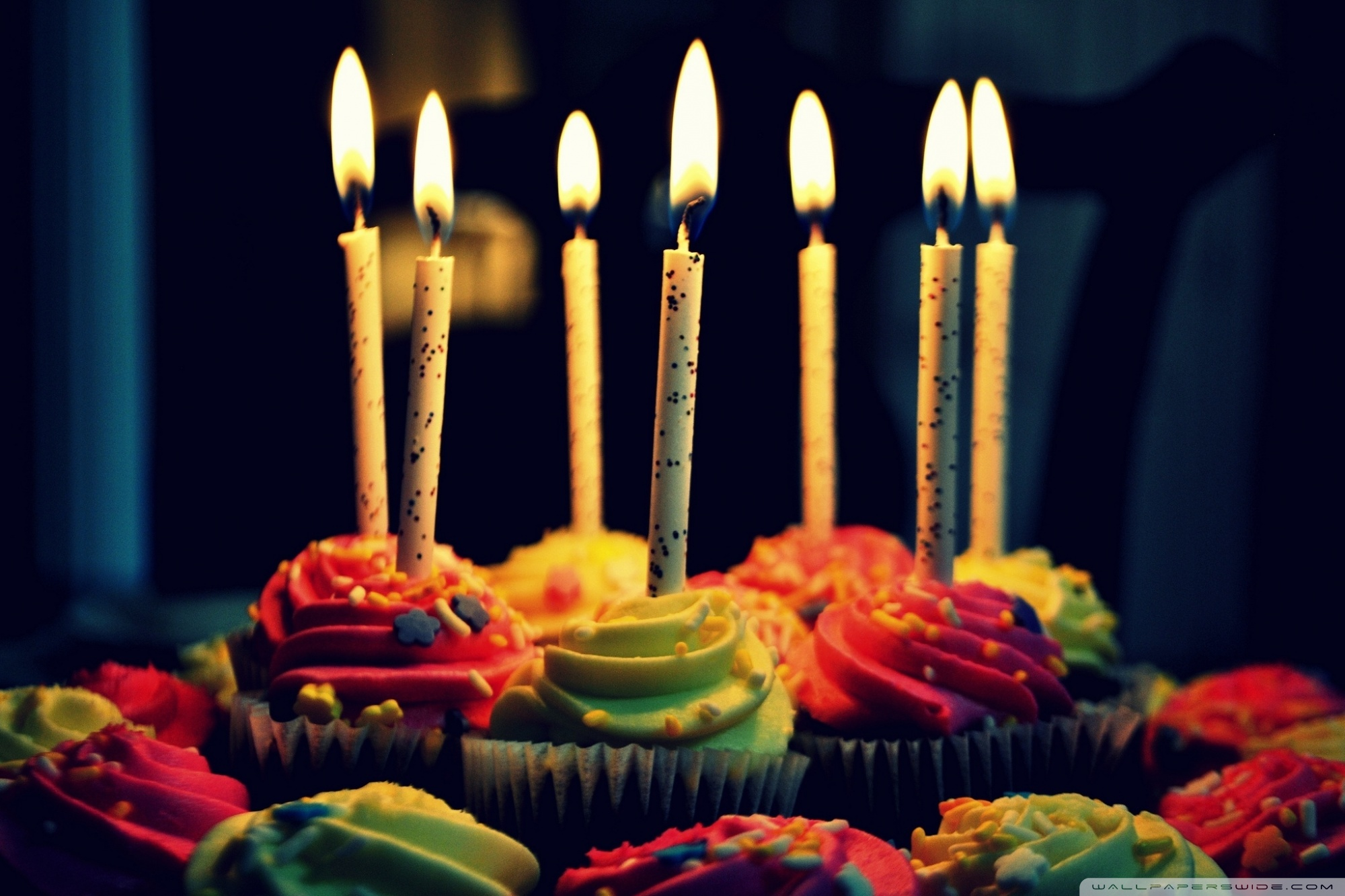 birthday cake wallpaper hd ; muffin_birthday_cake-wallpaper-2000x1333