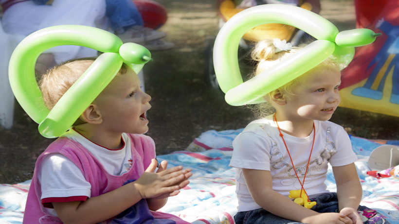 birthday party activities for toddlers ; birthday-balloon-hats-820x461