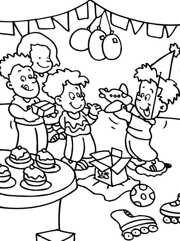 birthday party coloring ; Opening-Present-at-Birthday-Party-Coloring-Pages