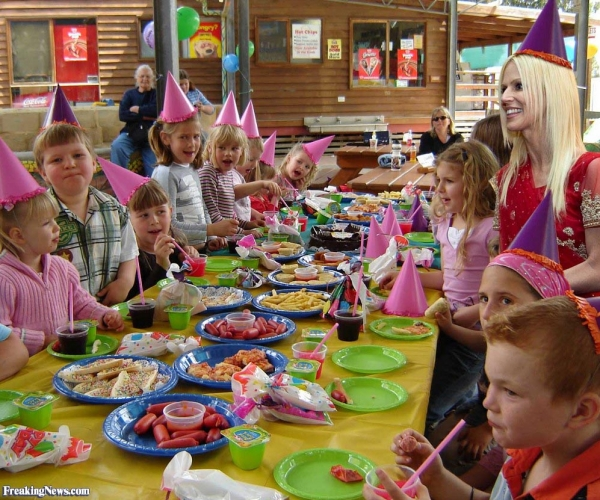 children's birthday party activities ; gray-toddlers-birthday-gift-and-birthday-party-games-birthday-party-activities_kids-birthday-party-games_600x500