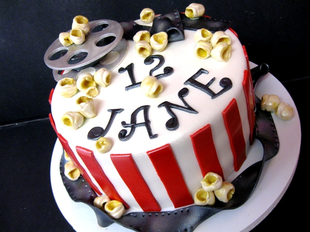 hollywood themed birthday cake design ; 437cedf4aee9f6cbec6756464cbf1bdf