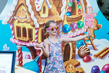 kids birthday party photo booth ; candyland-kids-birthday-party-photo-booth-thumb