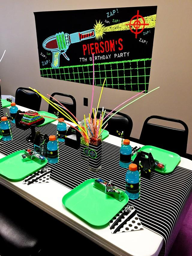 laser tag themed birthday party ; boys-laser-tag-birthday-party-dining-table-ideas