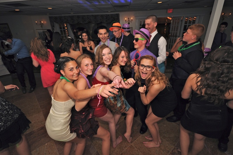 activities at a sweet 16 birthday party ; sweet-16-dancing
