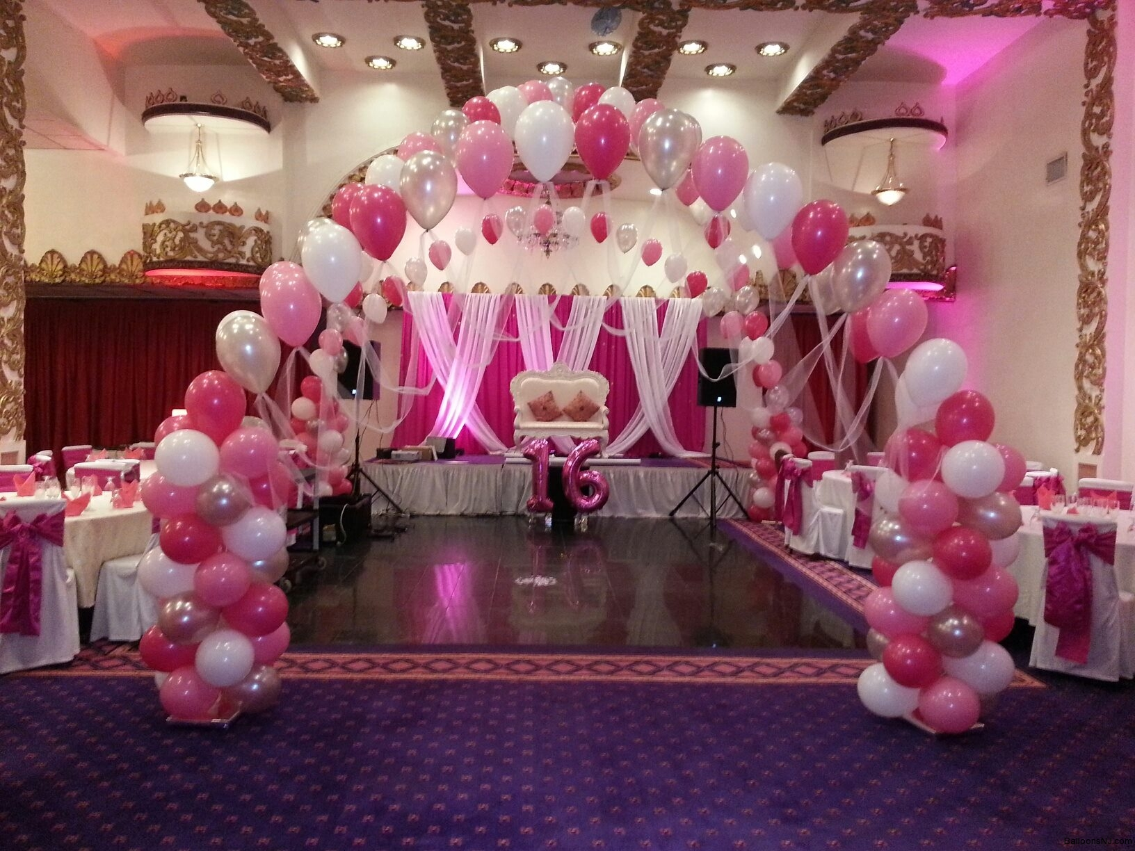 activities at a sweet 16 birthday party ; sweet16_2
