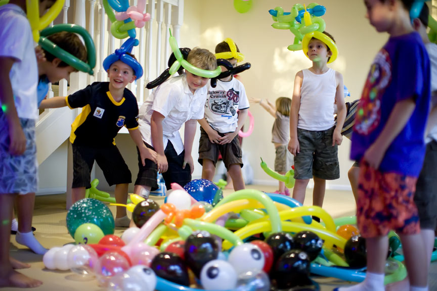 indoor birthday party activities ; Birthday-party-games-boy