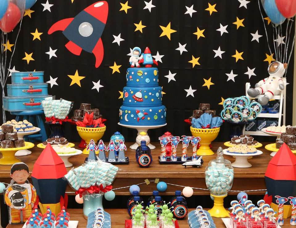 photo themed birthday party ; Spaceparty