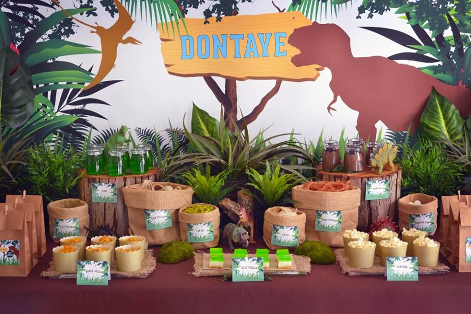 picture themed birthday party ; dinosaur-themed-birthday-party-ideas