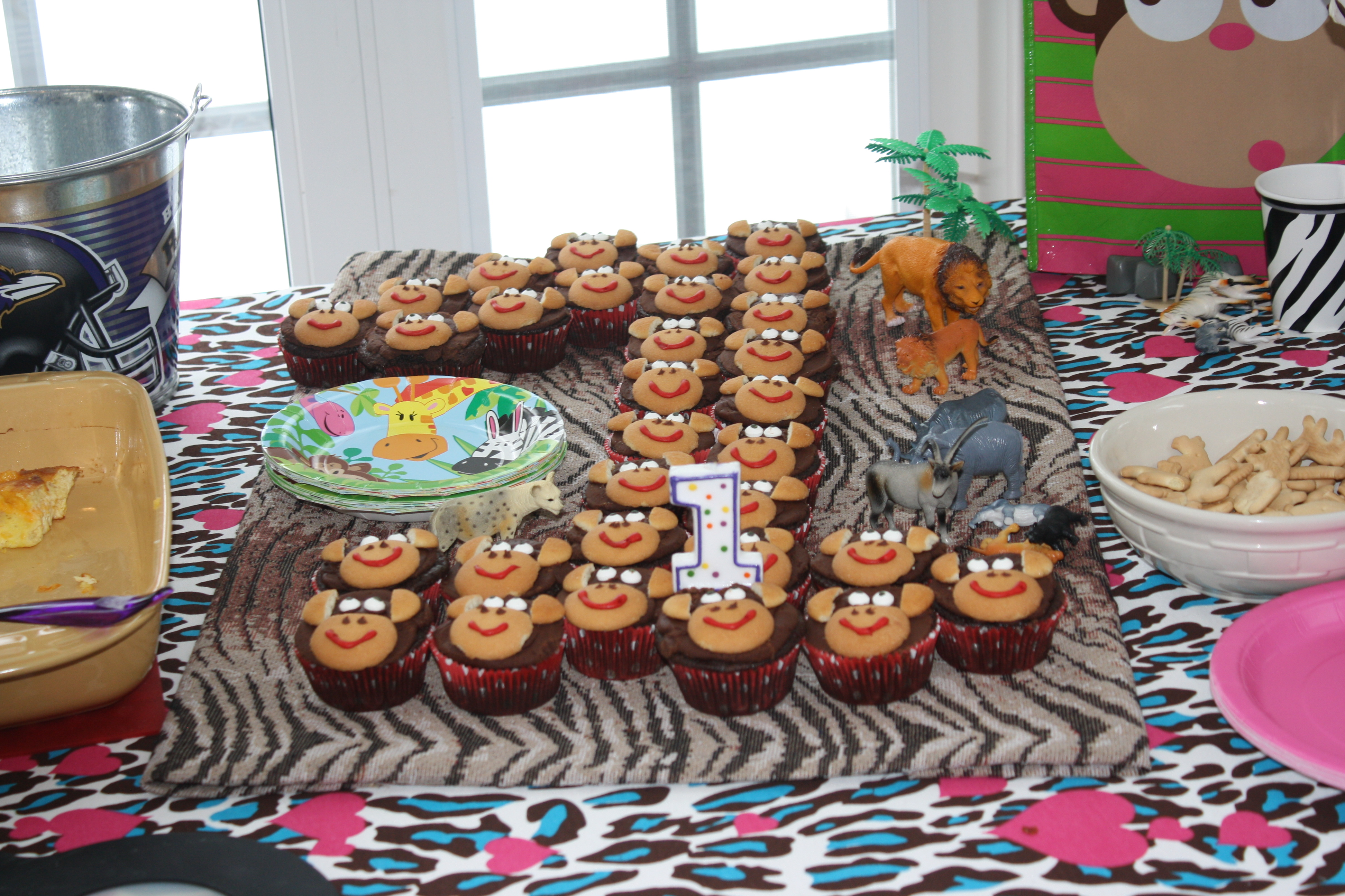 1 year old boy birthday picture ideas ; relieving-number-cupcake-st-birthday-party-welcome-to-things-moms_1-year-old-birthday-party-ideas