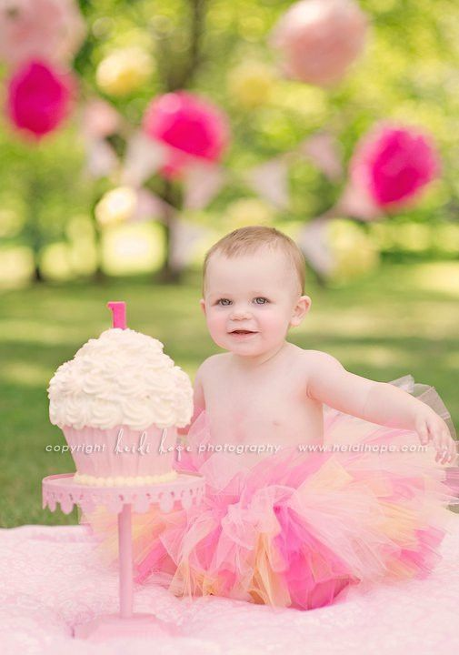 1st birthday picture ideas girl ; 21a11ef426718f0bff1f7e028fdda6bf--first-birthday-cakes-birthday-ideas