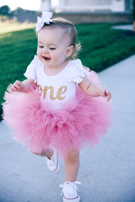 1st birthday picture ideas girl ; First-Birthday-Baby-Girl-Outfit-4
