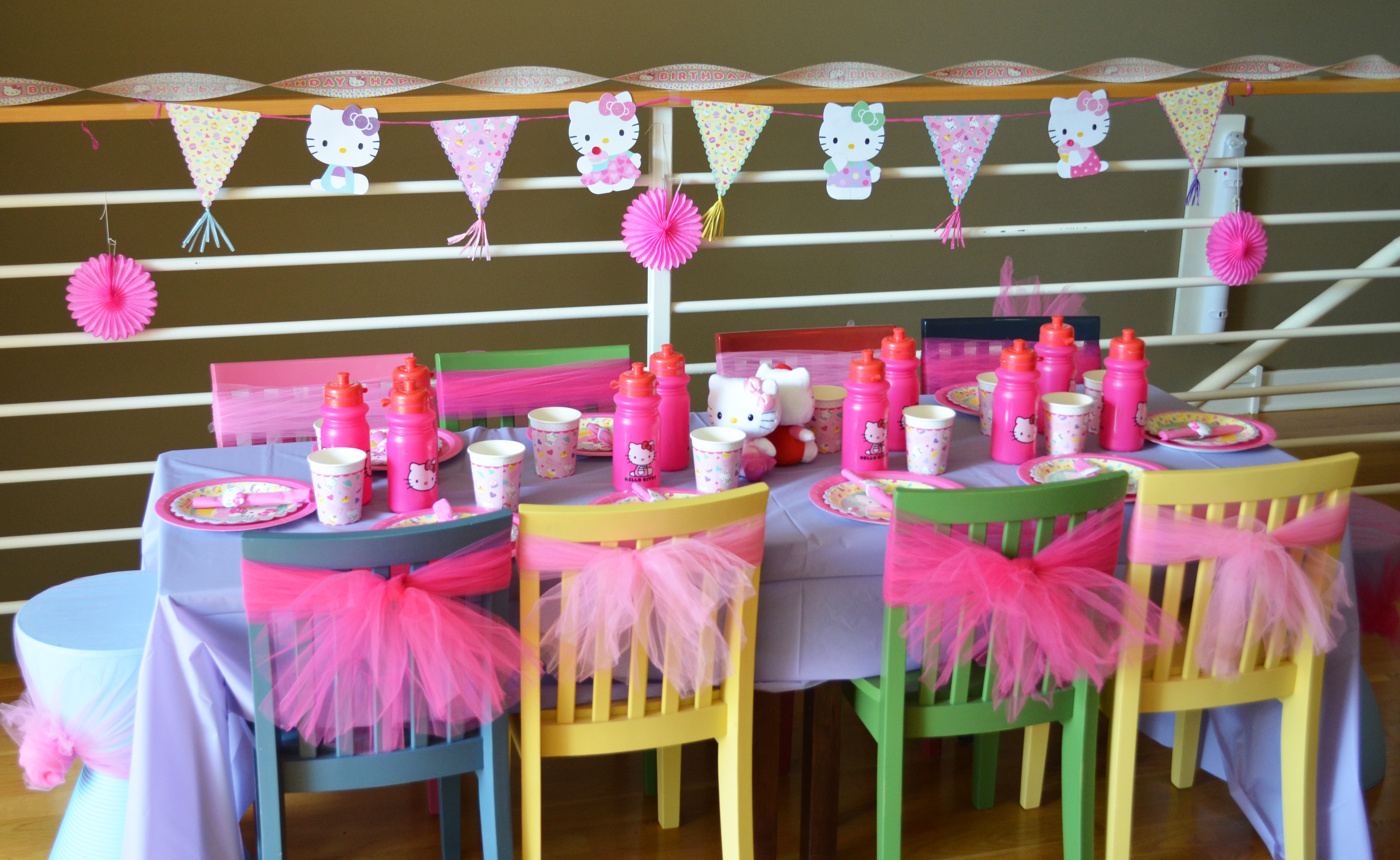 3 year old birthday party themes girl ; 01-Table