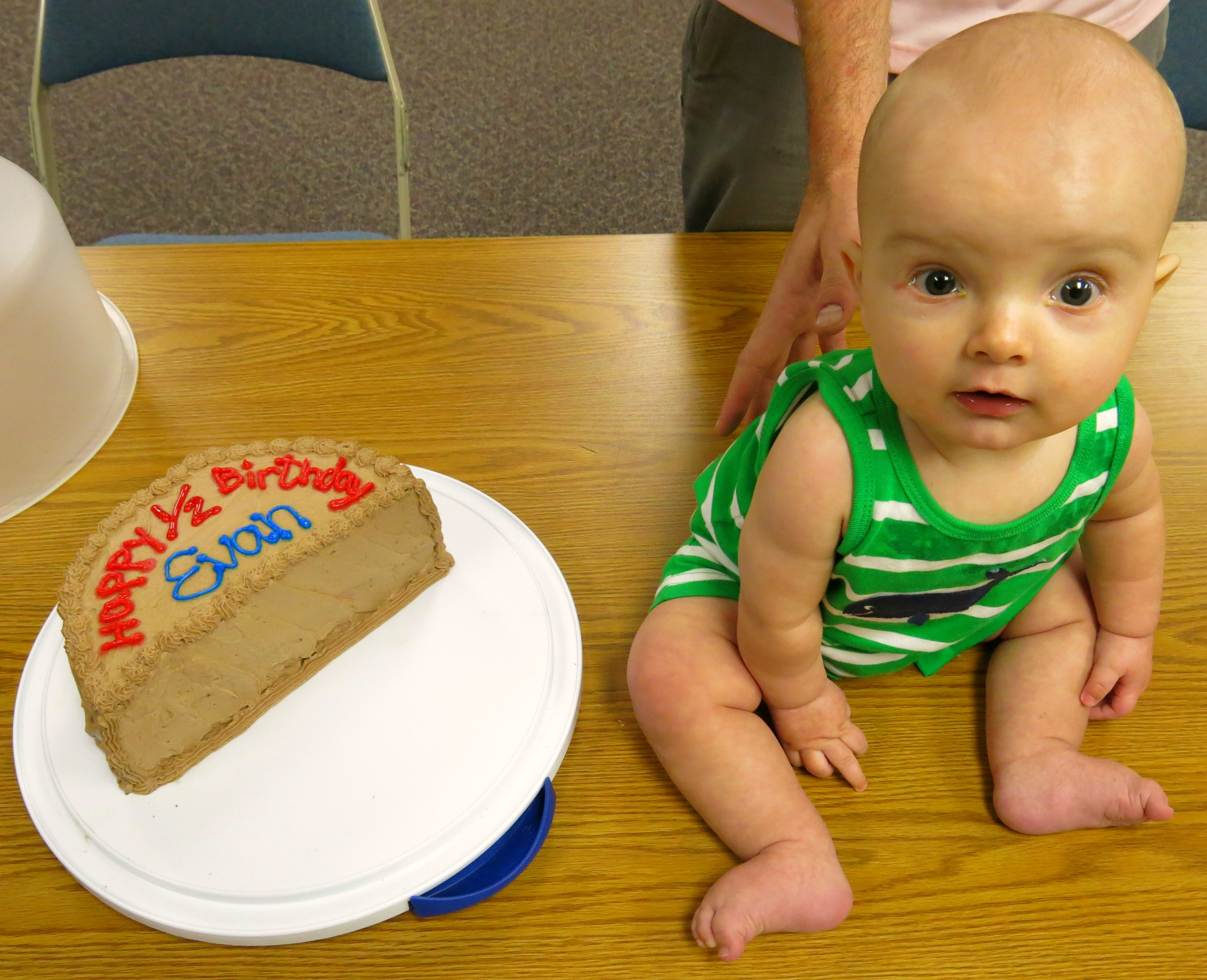 6 month birthday picture ideas ; evan-with-cake