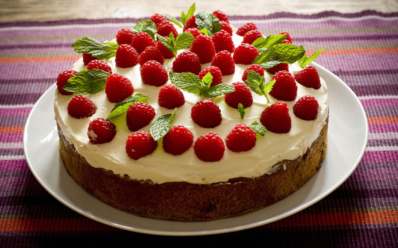 birthday cake wallpaper free download ; Yummy-Strawberry-Cake-Wallpaper