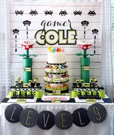 game themed birthday party ; c89f60cf6e98d597441eaeff4d94699f--th-birthday-birthday-table
