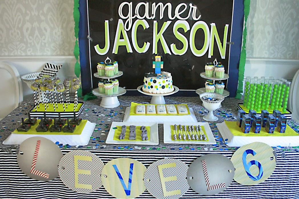 game themed birthday party ; videogamebirthdaytable