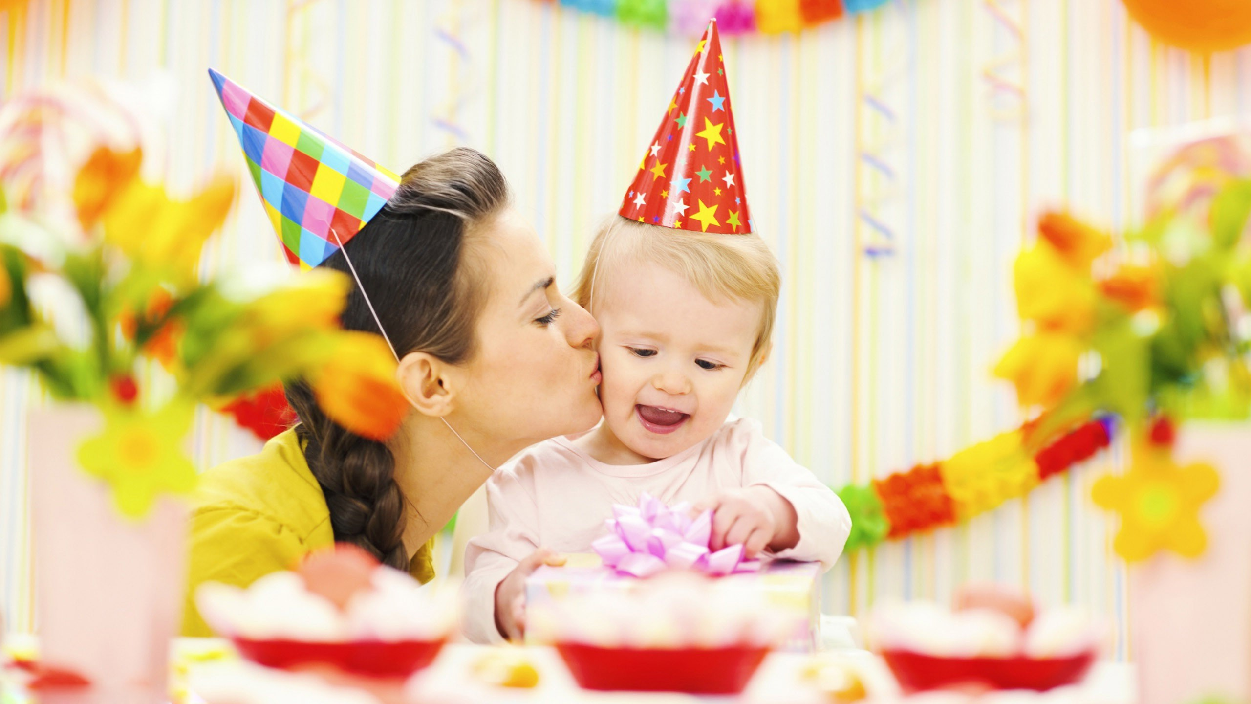 happy birthday cute baby image ; Happy-Birthday-Celebrate-Cute-Baby-With-Mom-Full-HD-Wallpapers-e1457881313642