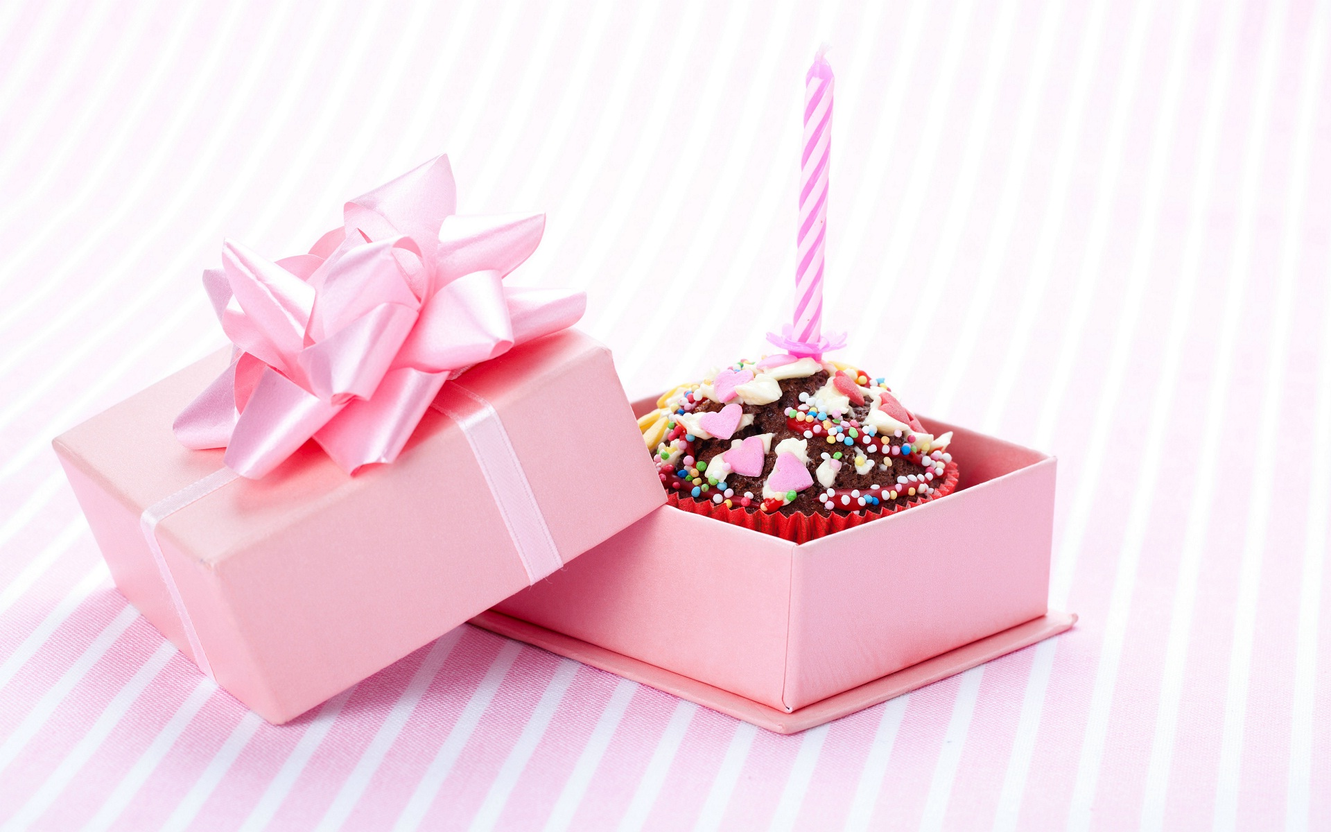hd wallpaper happy birthday gifts ; 9e8212d03d9ef529558de2c215b0472d