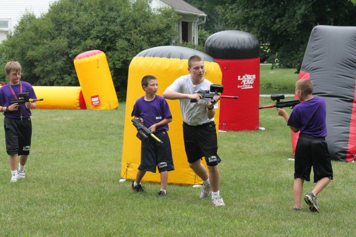mobile laser tag birthday party ; lasertag_chase
