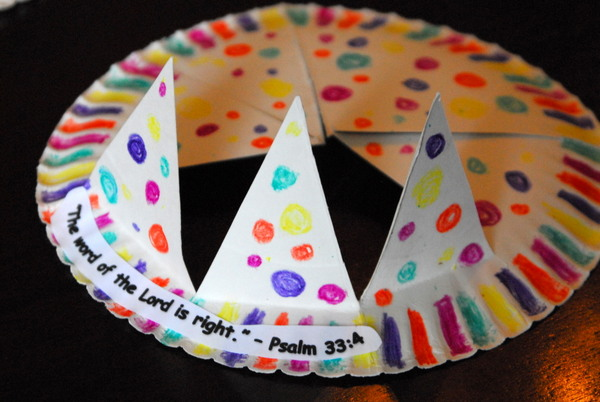 paper plate drawing game birthday ; 1-paper-plate-crown-cubbies-bear-hug-10-AWANA-crafts-013