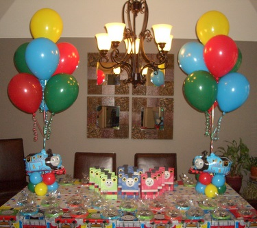 picture centerpieces for birthday party ; Thomas_Party_5