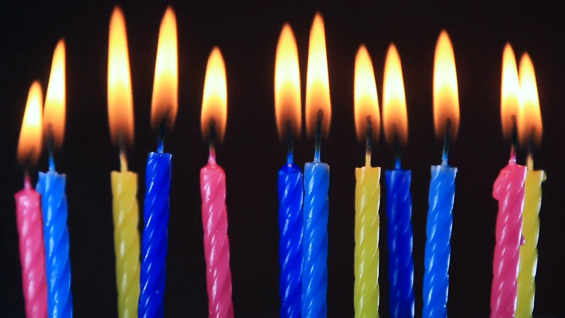 picture of birthday candles burning ; birthday-candles-burning-time-lipse_b819lg5g__F0000