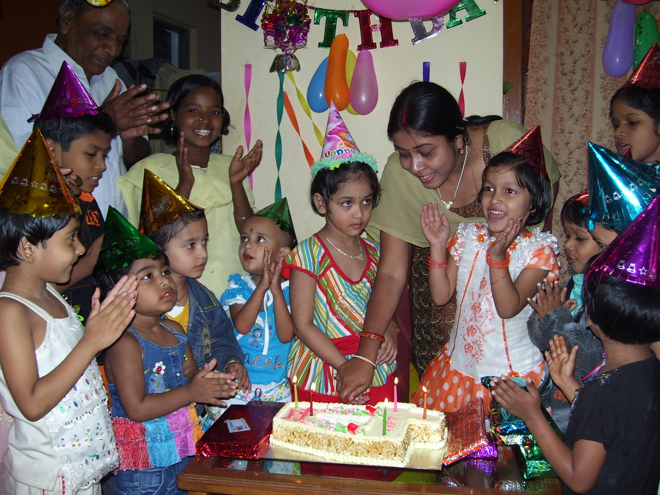 picture of birthday party celebration ; Birthday_party