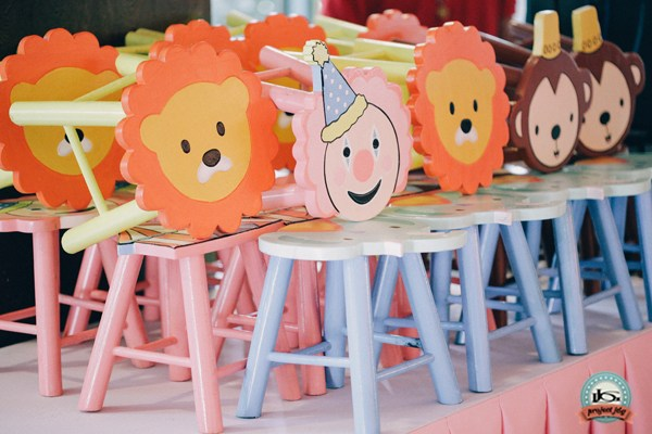 sample pictures of birthday giveaways ; Vintage-Carnival-Birthday-Party-20