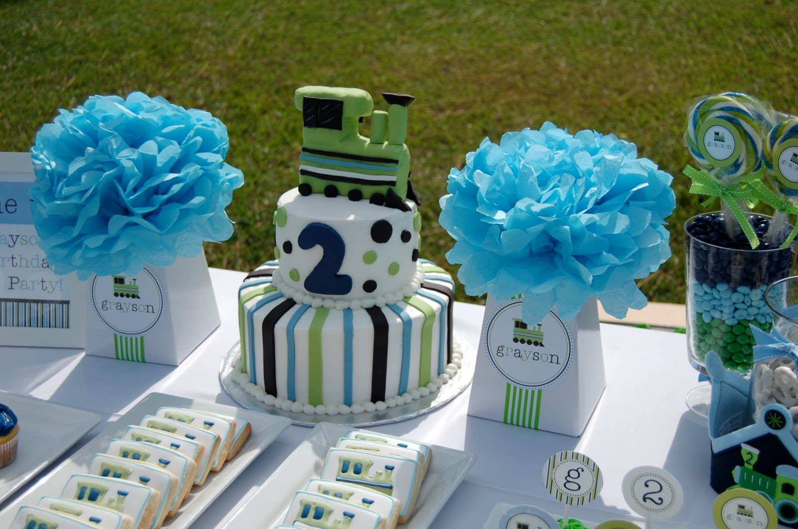 second birthday party themes ; DSC_0809