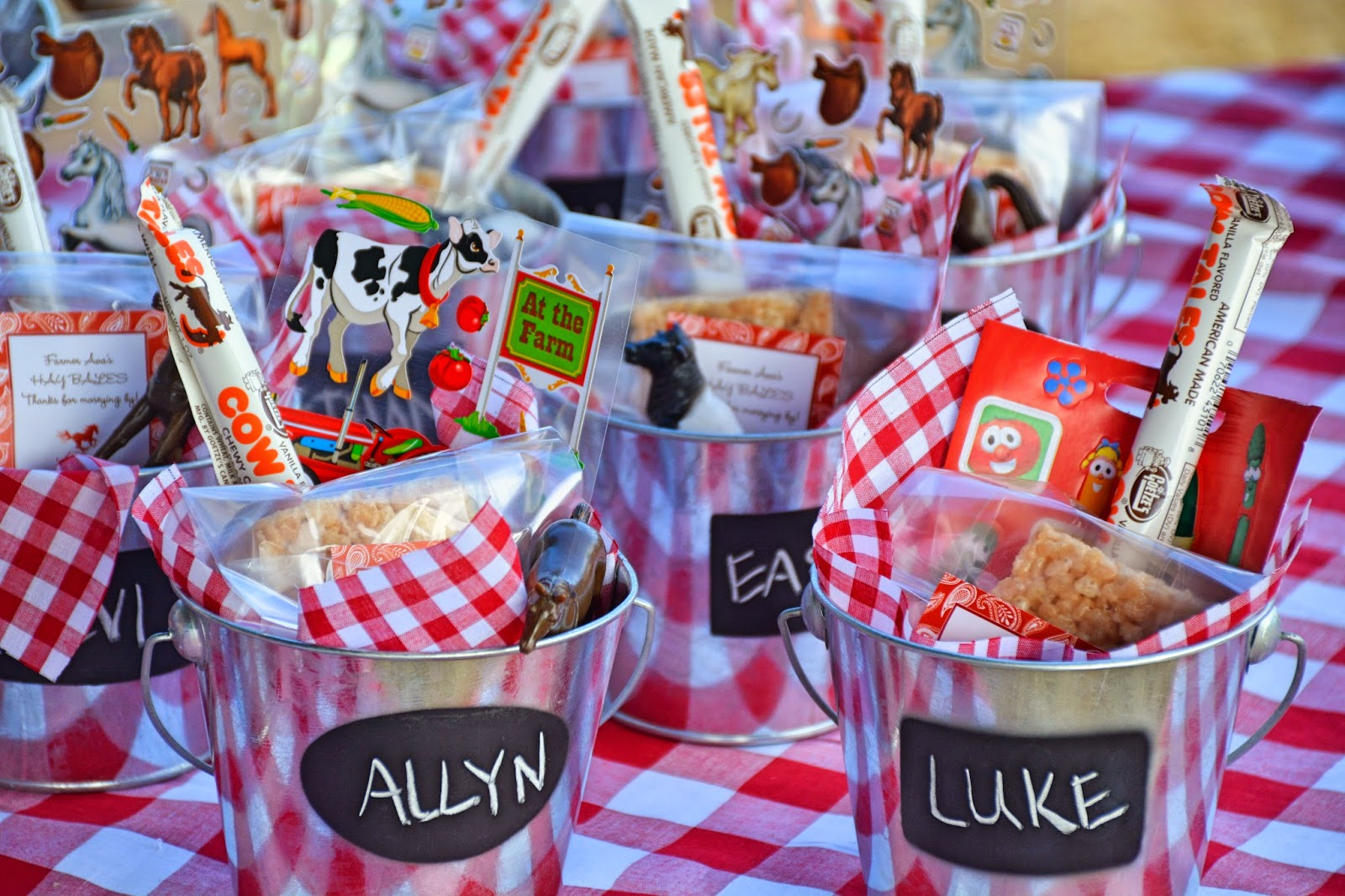 themed birthday party supplies ; be84438254e6c5c537ae87bfa49cb382