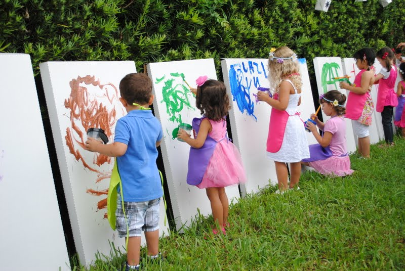toddler birthday themes ; outdoor-kids-birthday-party-ideas-2-art-painting