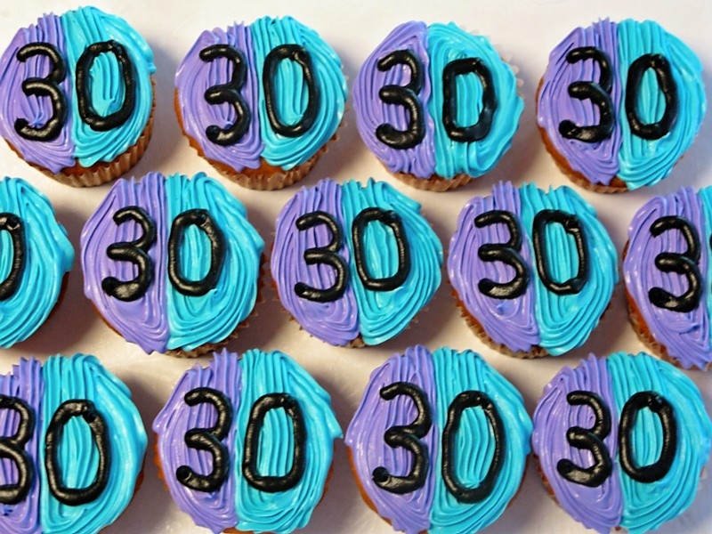 30th birthday color ; cupcakes3