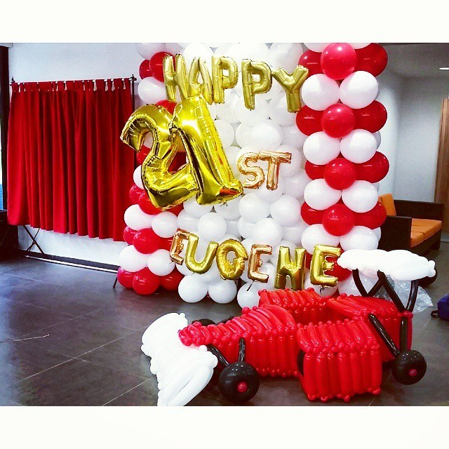 backdrop design for 21st birthday ; F1-singapore-21st-birthday-balloon-backdrop