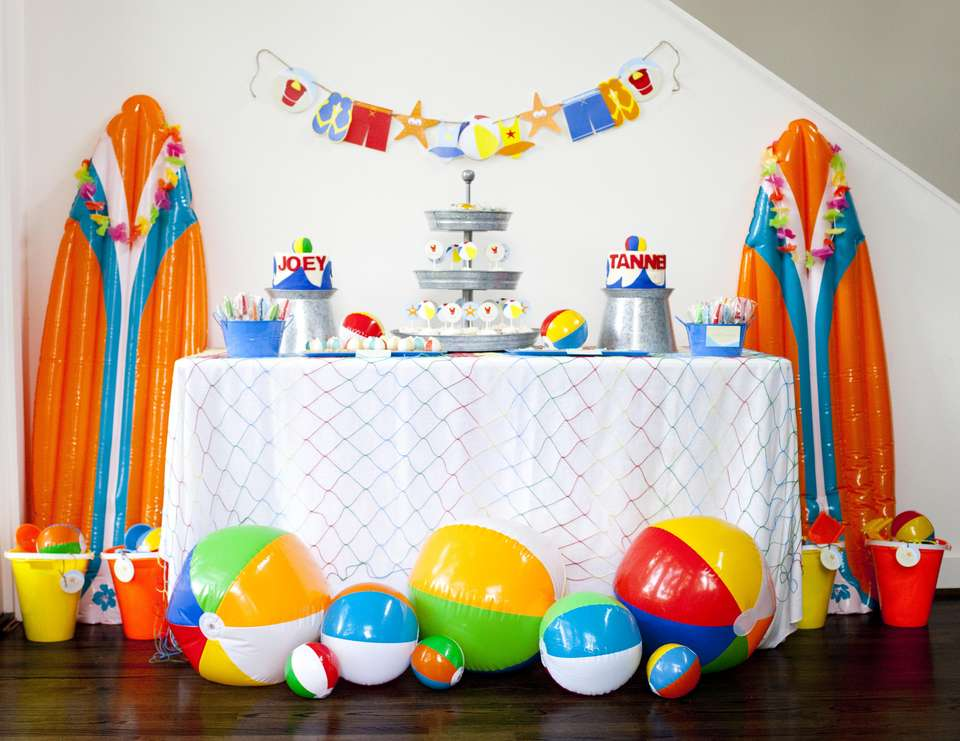 beach birthday party ; entire_table_set_up