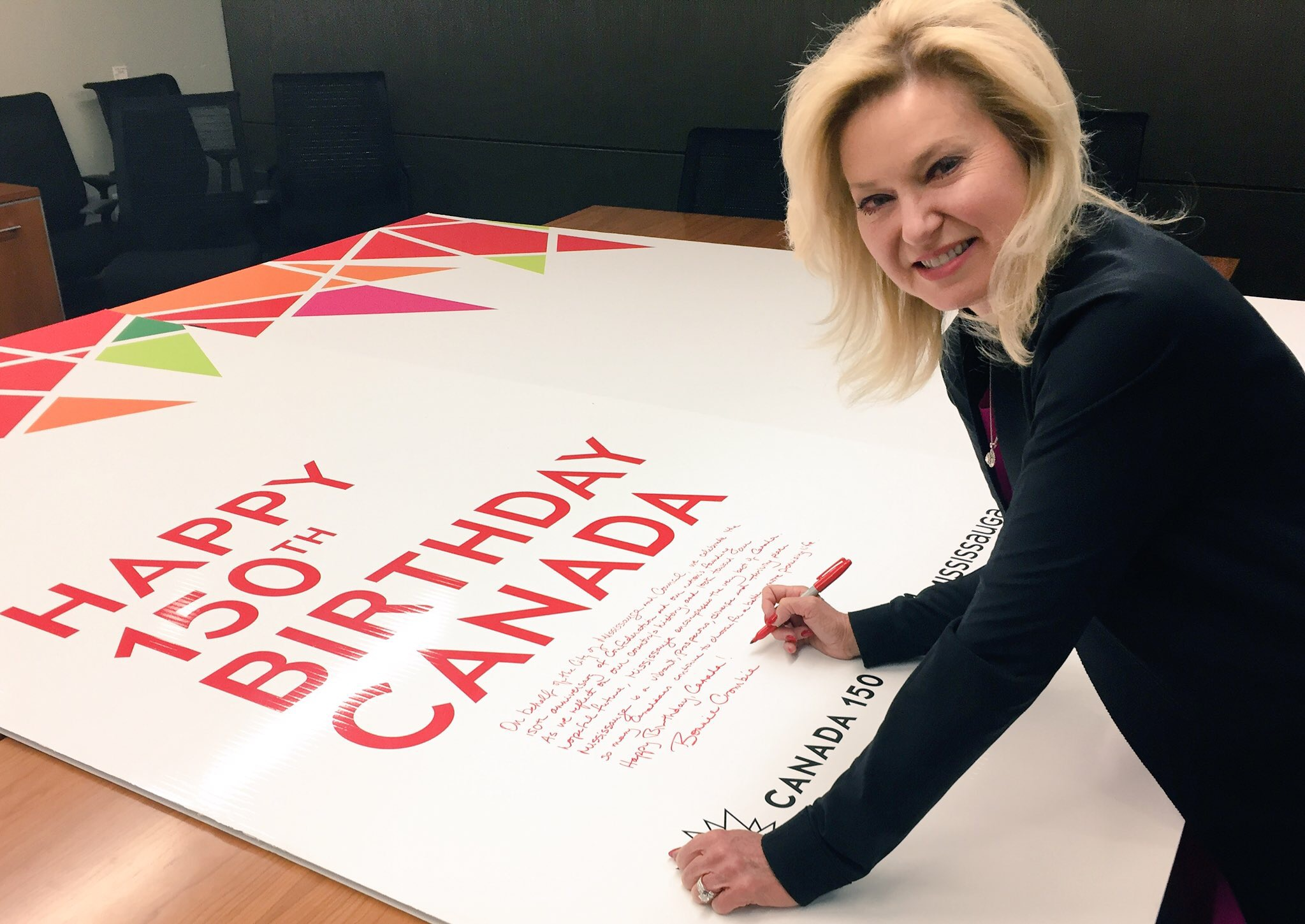 biggest birthday card in the world ; Canada150