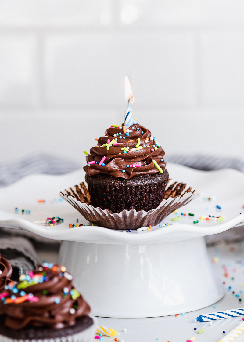 birthday cupcakes ; easy_chocolate_birthday_cupcakes_fork_knife_swoon_04