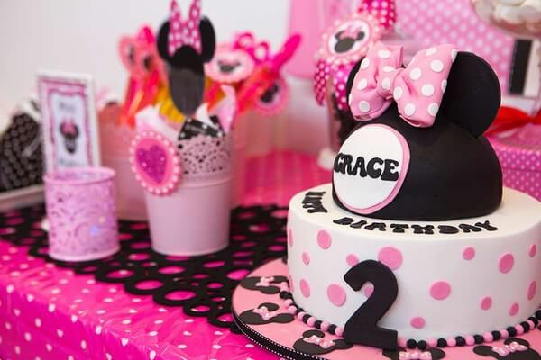 birthday party themes for girls ; minnie-mouse-first-birthday-party-theme