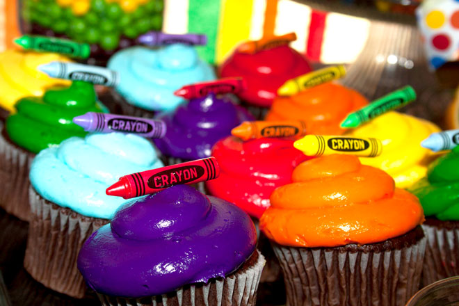 color themed birthday party ideas ; crayon-party-3