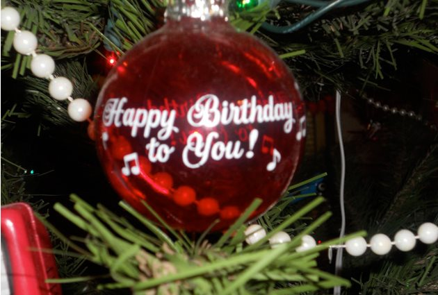 happy birthday christmas ; b6202c1b-a191-4504-b913-bc968dfc45a5