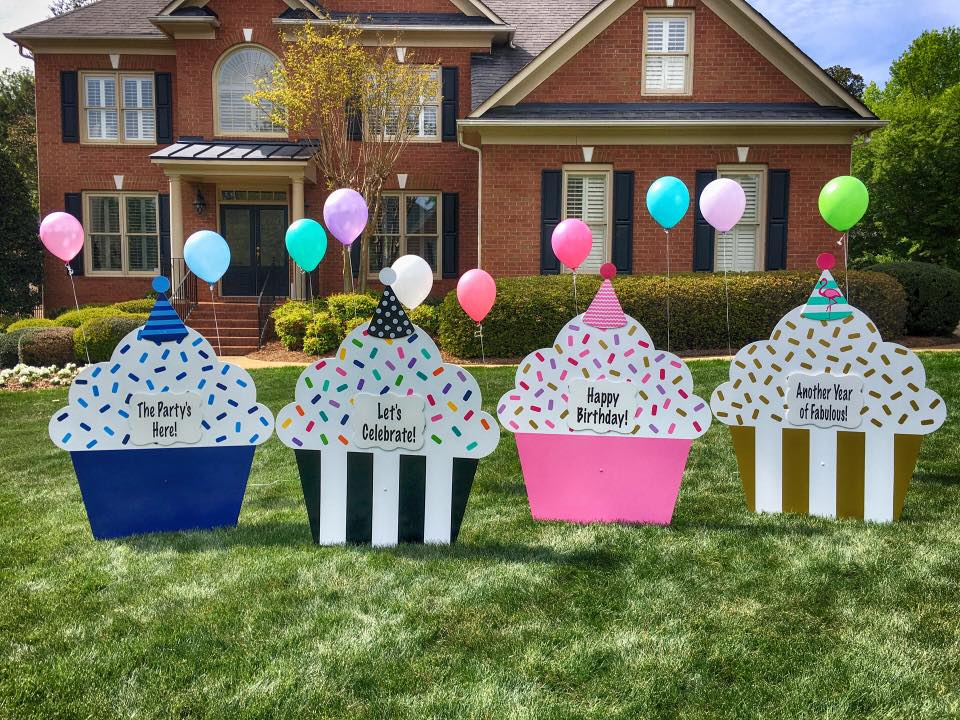 happy birthday lawn signs ; cupcakechristy