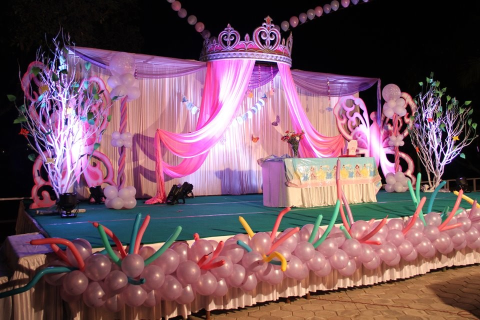 latest birthday party themes ; 1st-birthday-party-decorations-39
