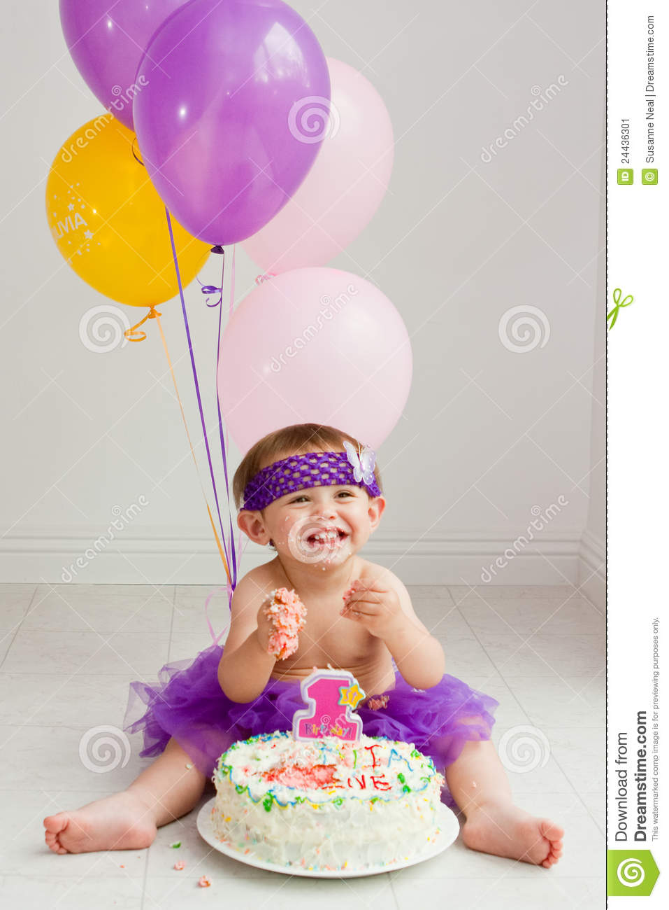 one year old birthday photo shoot ; one-year-old-birthday-girl-cake-24436301