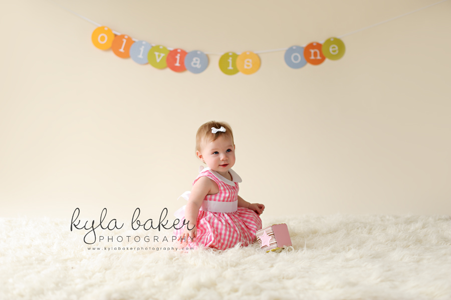 one year old birthday photo shoot ; one-year-old-girl-portrait-Vancouver-2-1
