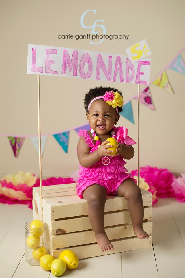 one year old birthday photo shoot ; one-year-old-photography-lemonade3