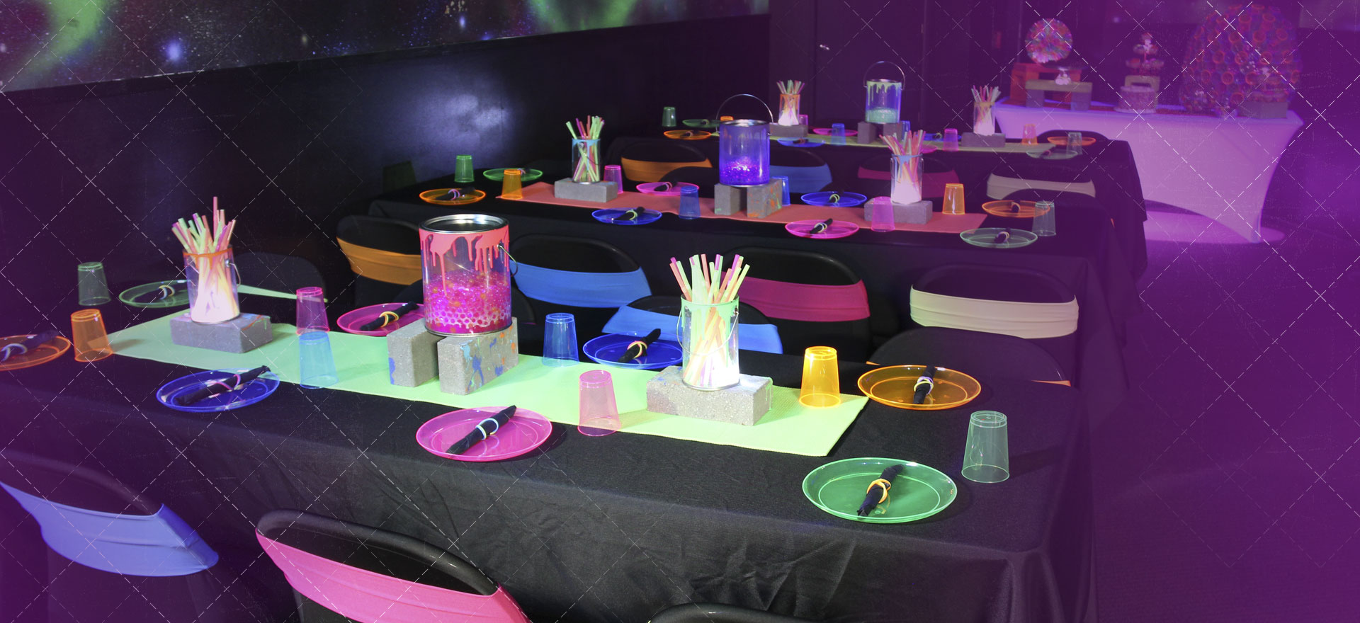 tag birthday party ; glow-party-teen-birthday-party