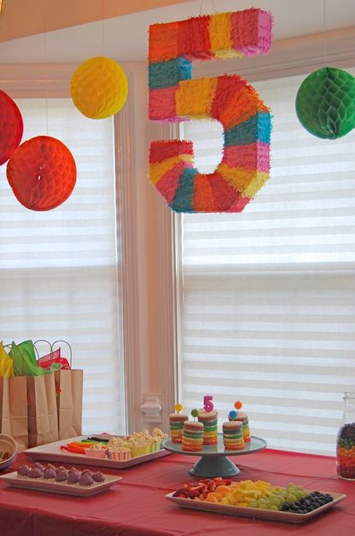 5th birthday themes ; rainbow-party-set-up