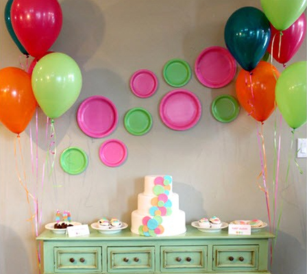 background decoration for birthday party at home ; Circle-Paper-Plate-Backdrop