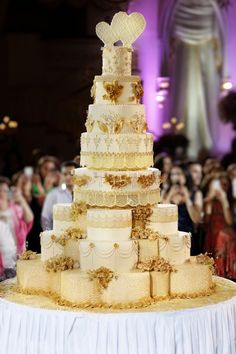 big birthday cake photo ; 3822fd8380acd2e5a36e557a752d1e7a--castle-wedding-cake-castle-weddings